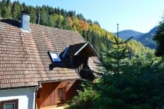 Ferienhaus Rückansicht im Herbst